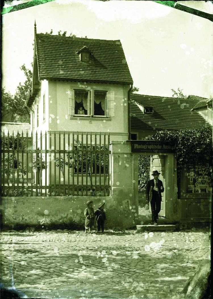 8.Seidelův - dříve Zimmerův ateliér v Linecké ulici, před r.1905 (Museum Fotoateliér Seidel)