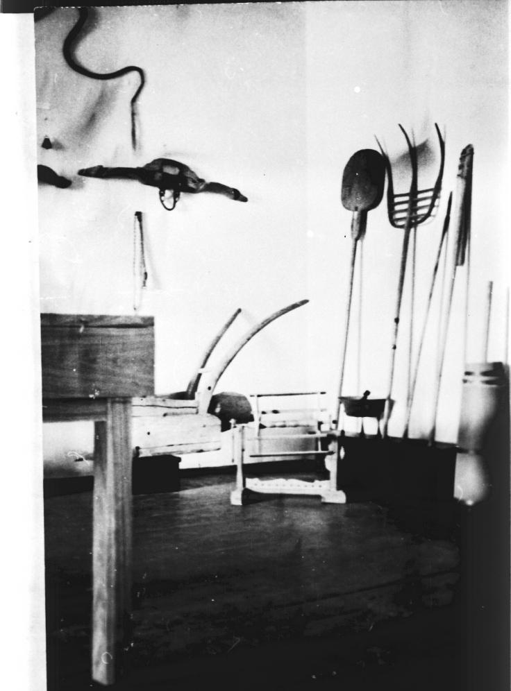 1952, pohled do národopisné části první expozice muzea.