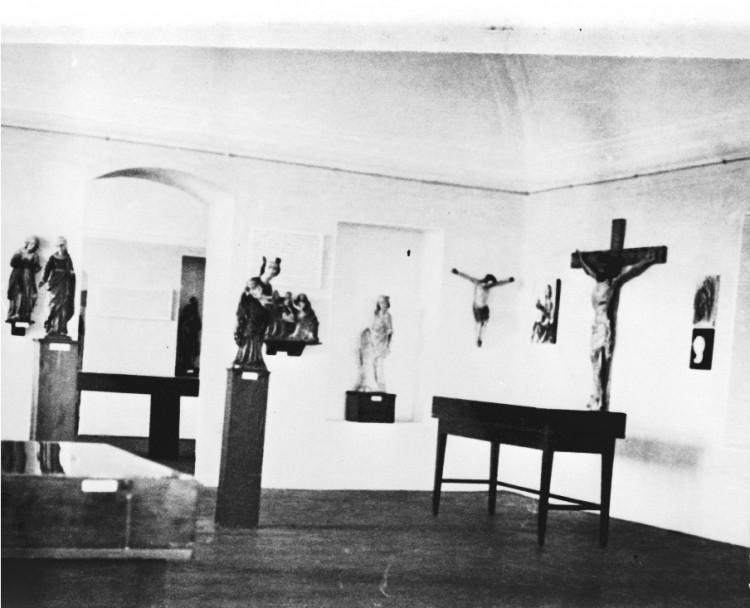 1952, první expozice muzea - umělecké sbírky.